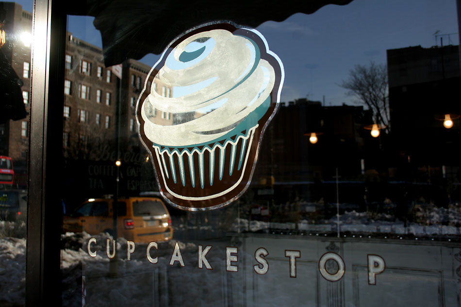 cupcakestop-white-gold-leaf-sign-new-york-ny-1.jpg